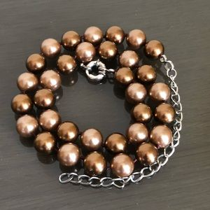 Jewelry - Brown faux pearl necklace